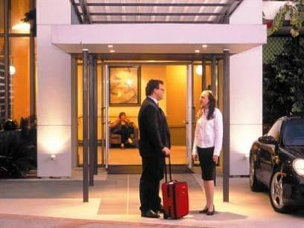 Quality Hotel Airport International - VIC Tourism