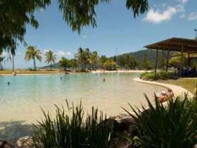 Whitsunday On The Beach - VIC Tourism