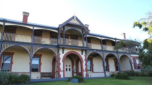 Oceanic Sorrento - Whitehall Guesthouse - VIC Tourism