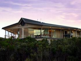 Island Beach Lodge - VIC Tourism