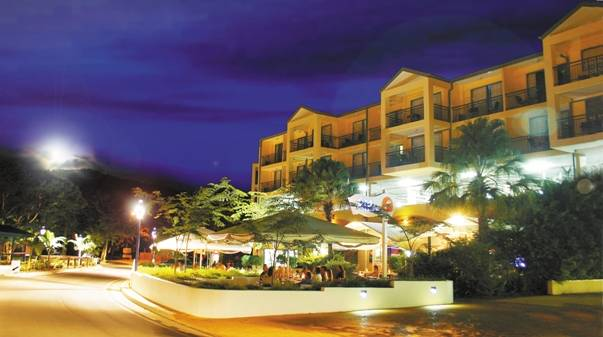 Airlie Beach Hotel - VIC Tourism