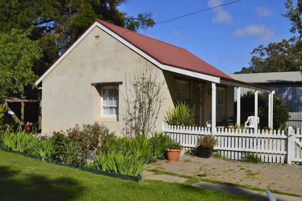 Almond Tree Cottage - VIC Tourism