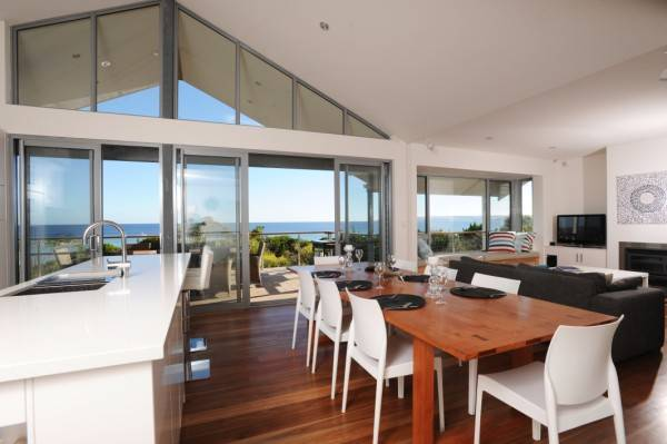 Island Beach Escape - Beachcomber - VIC Tourism