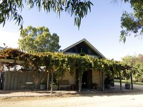 Lake Breeze Wines - VIC Tourism