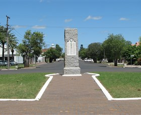 War Memorial and Heroes Avenue - VIC Tourism