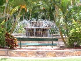 Bauer and Wiles Memorial Fountain - VIC Tourism