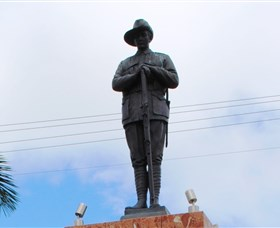 Charters Towers Memorial Cenotaph - VIC Tourism