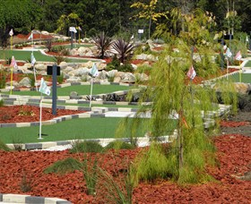 18 Hole Mini Golf - Club Husky - VIC Tourism