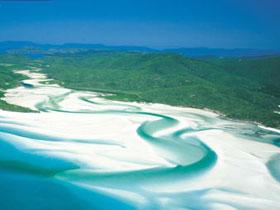 Whitehaven Beach - VIC Tourism