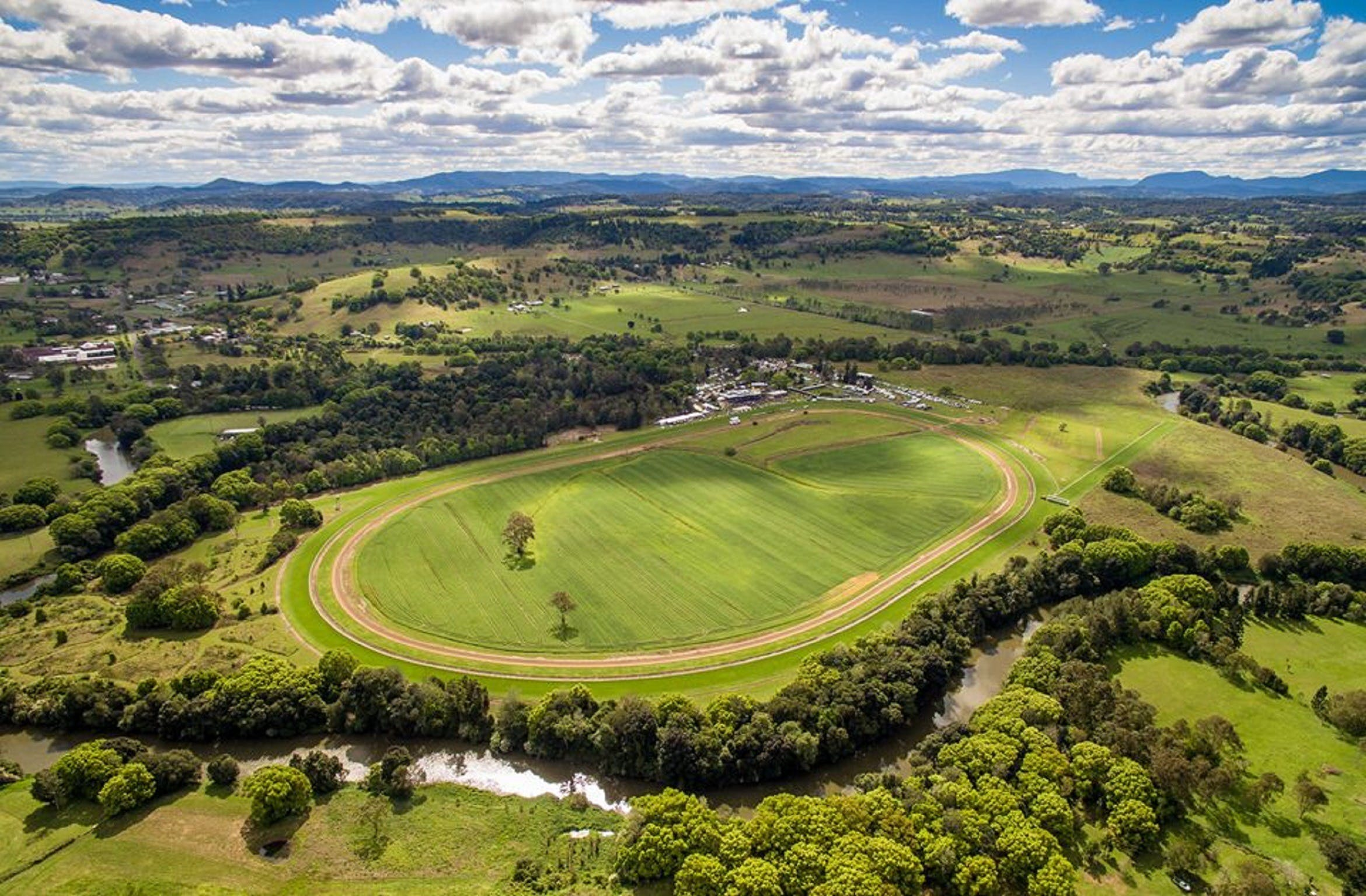 The OBrien Electrical and Plumbing Lismore Cup - VIC Tourism