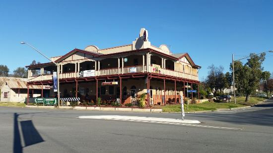 The Royal Hotel - VIC Tourism