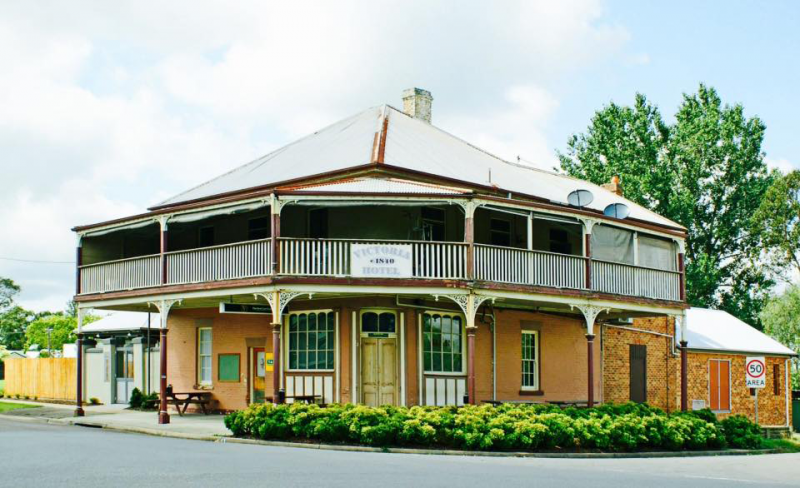 The Victoria Hotel Hinton - VIC Tourism