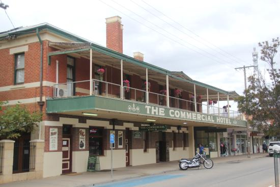 Commercial Hotel - VIC Tourism