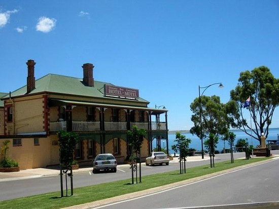 Streaky Bay Hotel - VIC Tourism