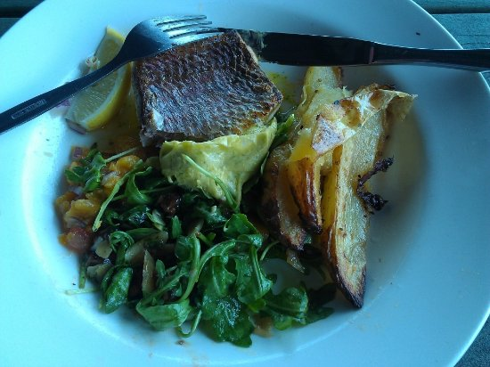 Dining at OReillys - VIC Tourism