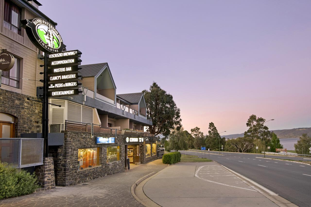Banjo Paterson Inn - VIC Tourism