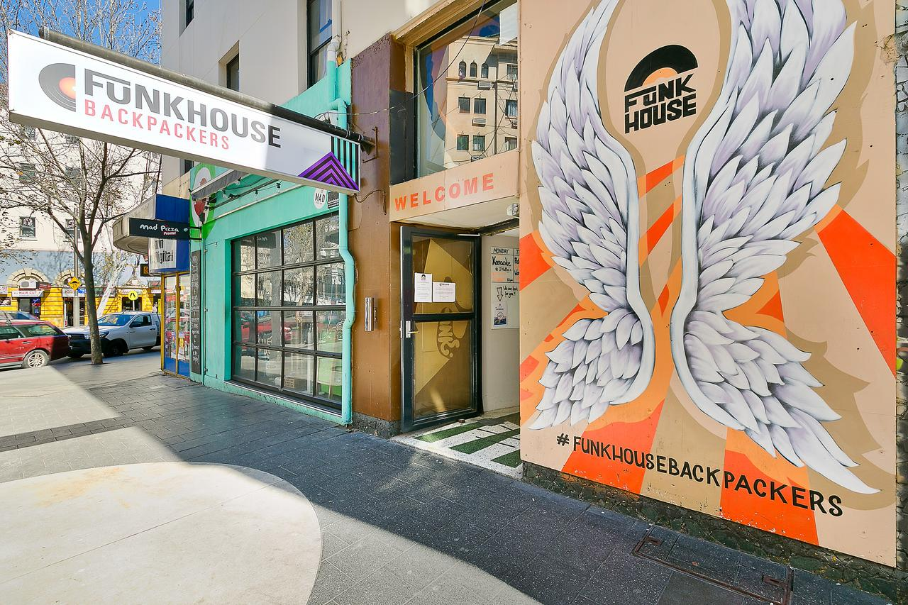 Funk House Backpackers - VIC Tourism
