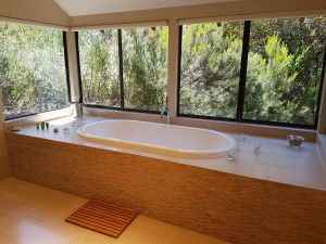 Jarrah Grove Forest Retreat - VIC Tourism