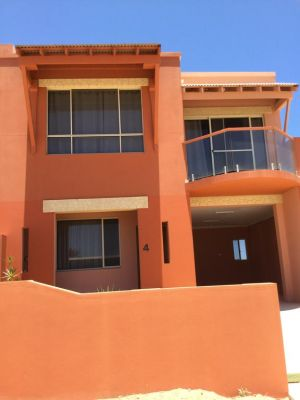 Tuscany Townhouse 3-4 - VIC Tourism